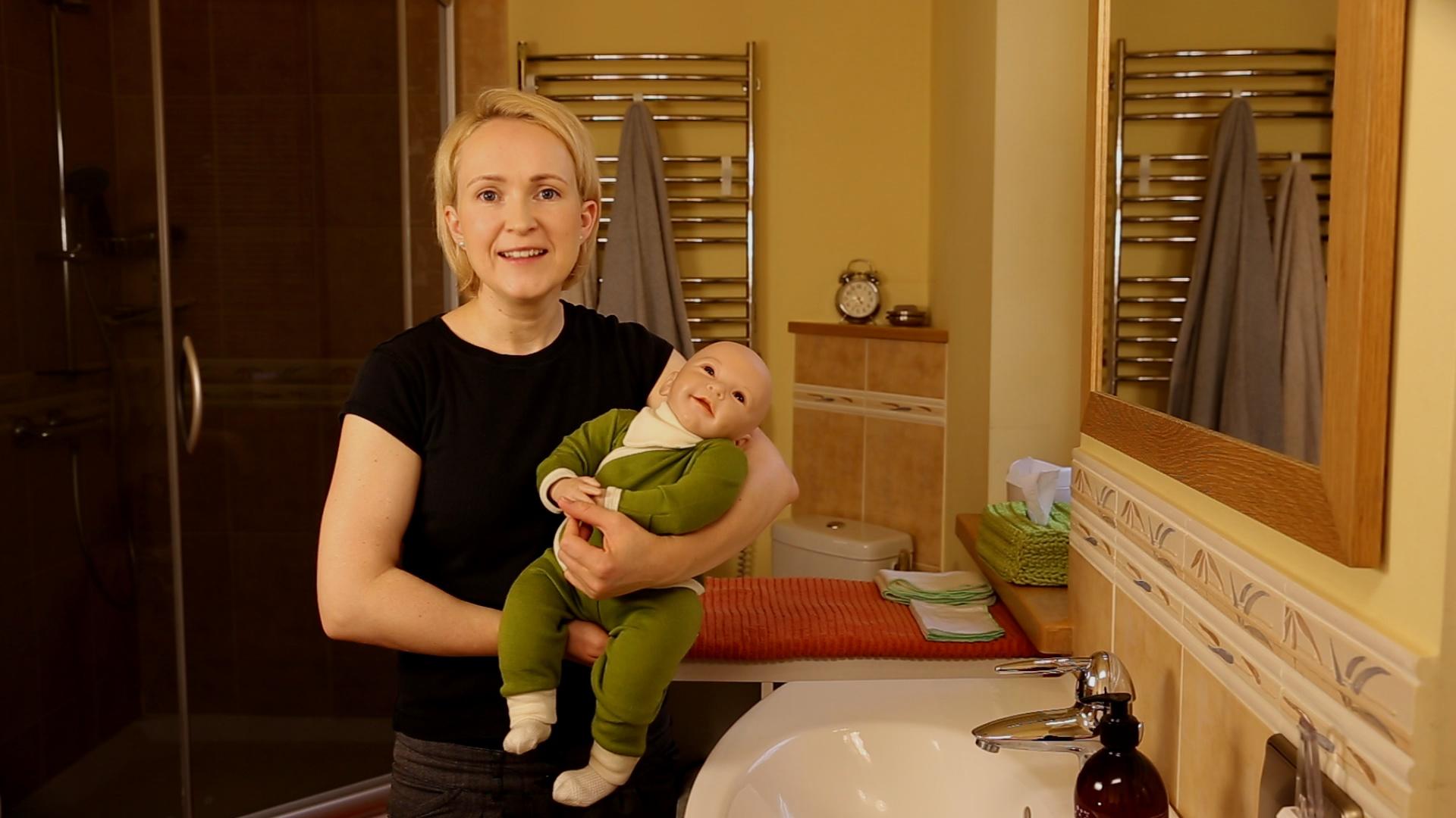 Vilma Petrikikienė ir kūdikio dydžio lėlė Adelė